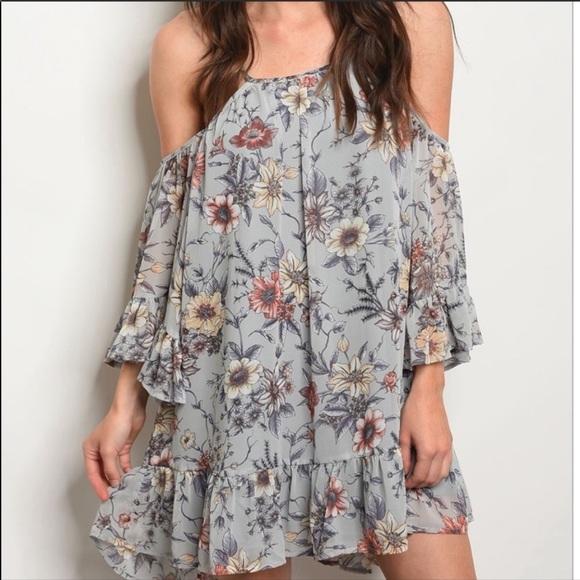 Dresses & Skirts - NEW🌹Gray Floral off shoulder dress
